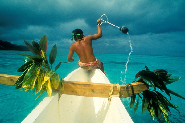 Stone Fishing in Moorea, PHOTO: Owen Franken