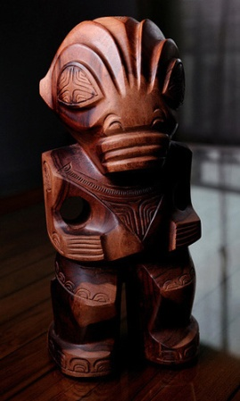 Wooden Tiki, PHOTO: Jérôme Gallecier