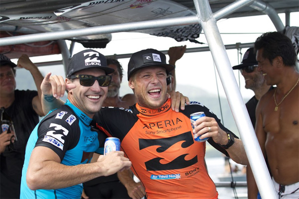 Mick Fanning celebrating his victory with runner-up Joel Parkinson, Photo: ASP/ Kirstin