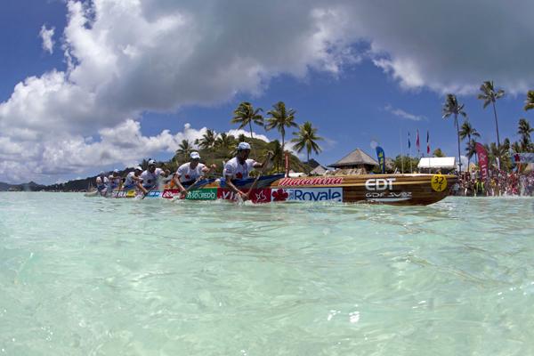 Team EDT (Electricité de Tahiti) at the 2012 Hawaiki Nui Va'a, Photo: Gregory Boissy