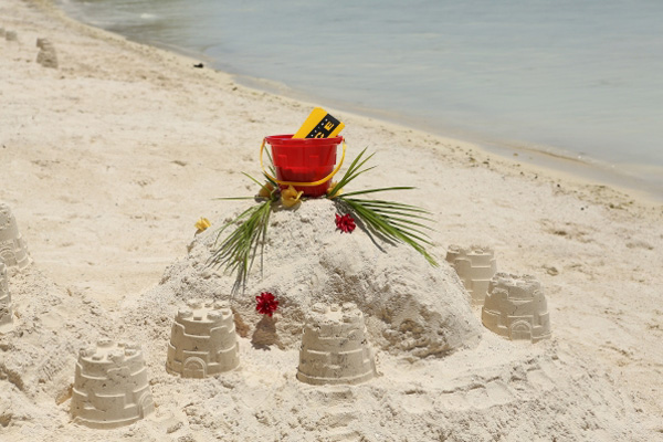 The Amazing Race: Sand Castle Road Block