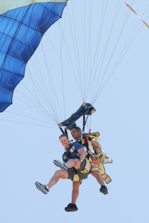 The Amazing Race: Skydiving in Bora Bora